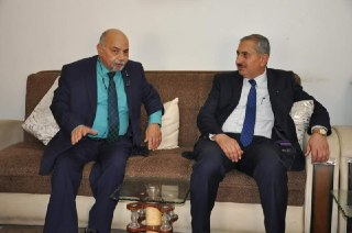 تفقد السيد رئيس جامعة كربلاء أ.د. منير حميد السعدي للامتحانات النهائية في كلية طب الاسنان